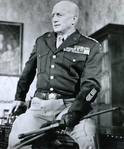 القائد العسكري الامريكي جورج سميث باتون