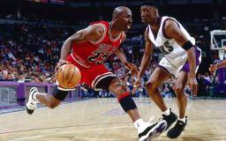 نجم كرة السلة مايكل جوردان صورة