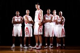 نجم كرة السلة ياو مينغ صورة