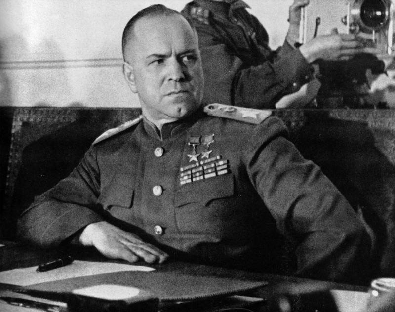 المارشال السوفياتي جورجي كونستانتينوفيتش جوكوف (ورق جدران 1)